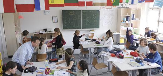 Unterricht in einer Klasse. Foto: Wikimedia / Jens Rötzsch