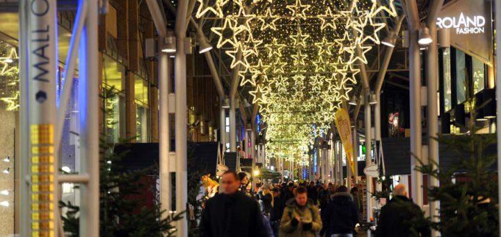 Weihnachtsbeleuchtung in der Lloyd-Passage - sie soll bald bis zum City-Lab reichen. Foto: Schlie