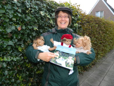 Mit ihrem neuen Buch und den dazugehörigen Puppen möchte Autorin Christiane Kerner Lesungen für Kinder anbieten. Foto: Bosse