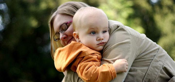 Alleinerziehende sollen ab Januar Unterhaltsvorschüsse bekommen, bis ihr Kind 18 ist. Doch das stellt die verwaltung vor eine große Herausforderung. Symobild/wikimedia