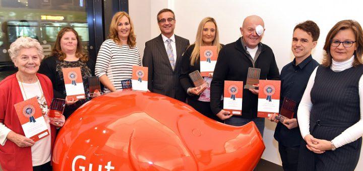 Die Sparkasse hat ehrenamtlichen Helfern in Bremen den Bürgerpreis verliehen. Foto: Schlie