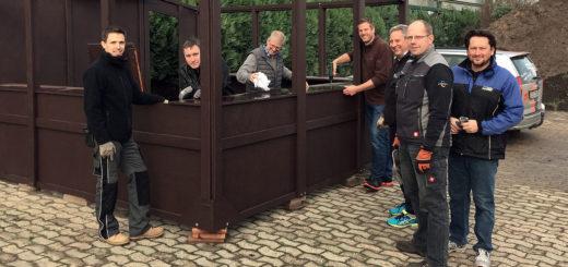 Aktive vom GGV haben in den vergangenen Wochen die Glühweinbude renoviert.Foto: Henning Adler