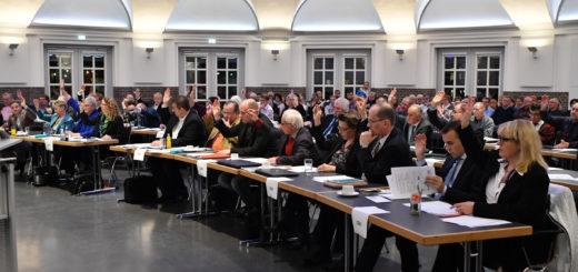 Der Delmenhorster Stadtrat trat in der Markthalle zu seiner konstituierenden Sitzung zusammen. Foto: Konczak