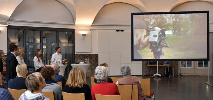 Zwei Tage lang drehte das Team von Schwarzseher Film in Delmenhorst. Foto: Konczak
