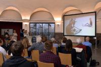 Die Rollkunstläuferin und Studentin Kea Petersen bringt viel Schwung in den Film. Foto: Konczak