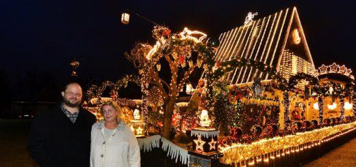 Weit mehr als 50.000 Lämpchen lassen das Haus von Sven und Martina Borchart an der Brechtstraße in weihnachtlichem Glanz erstrahlen.Foto: Konczak