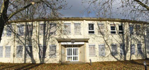 Aus dem ehemaligen Gebäude der Wäscherei Oelkers soll ein Bordell werden. Foto: Schlie