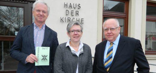 Heinrich Grün, Jutta Rühlemann und Erhard Mackenberg (v.l.) stellten das neue Vortragsprogramm des Loccumer Kreises vor. Foto: Bosse