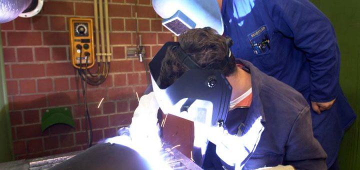 Ausbildung am Schweißgerät. Foto: WR