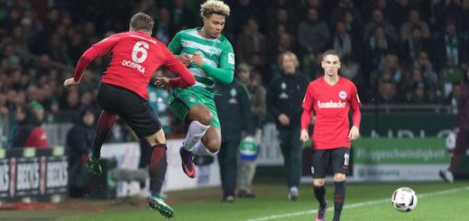 Frankfurts Bastian Oczipka (l.) klärt vor Jungnationalspieler Serge Gnabry (M.). Foto: Nordphoto