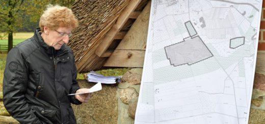 Der Landkreis Oldenburg und Vertreter des Forstamts stellten die neue Naturschutzgebietsverordnung vor. Foto: Konczak