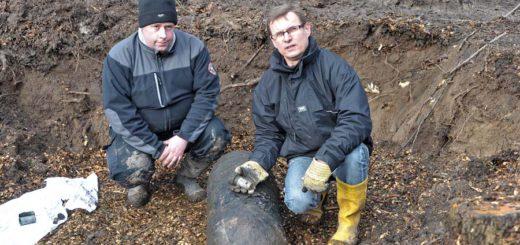 Andreas Rippert (r.) mit seinem Kollegen Thas Richter bei einem Einsatz. Foto: Schlie