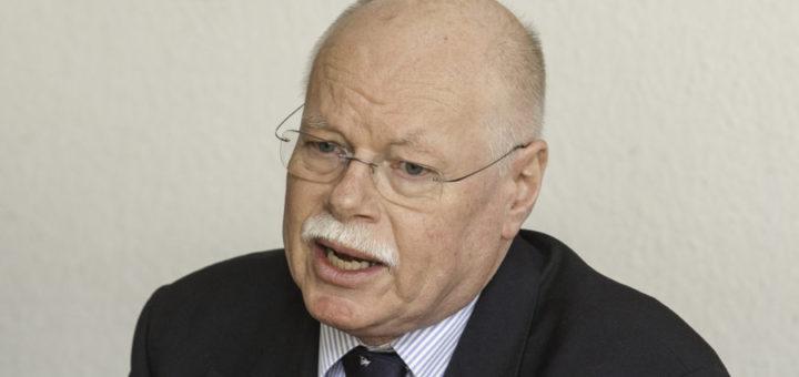 Innensenator Ulrich Mäurer soll bei der Personalversammlung der Stadtamts-Mitarbeiter endlich für Klarheit sorgen, fordert die Gewerkschaft. Foto: WR