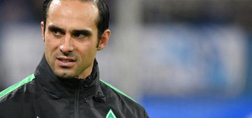 Kassierte bei Schalke 04 mit seinem Team das dritte 1:3 in Folge: Werders Cheftrainer Alexander Nouri. Foto; Nórdphoto