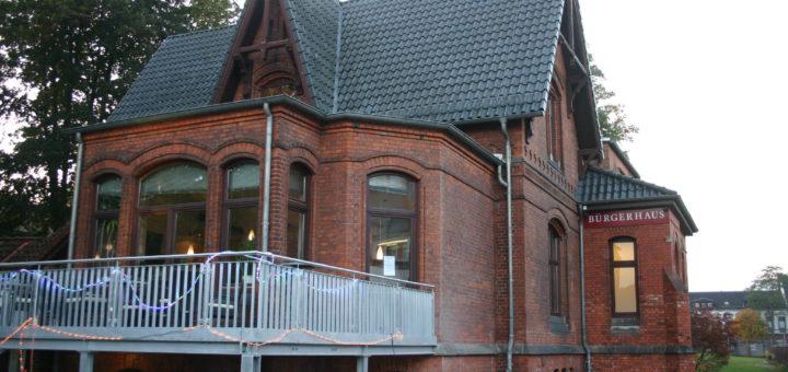 Die geplante Bebauung der Galopprennbahn führte im Bürgerhaus Hemelingen erneut zur Diskussion. Foto: Neloska