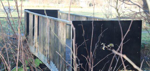 Die Brücke über die Schönebecker Aue wird komplett abgerissen. Foto: Füller