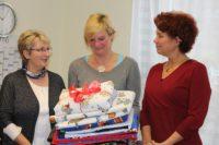 Neben Landkreis und Gemeinde unterstützt auch das Nähcafé das neue Projekt - mit Babydecken.