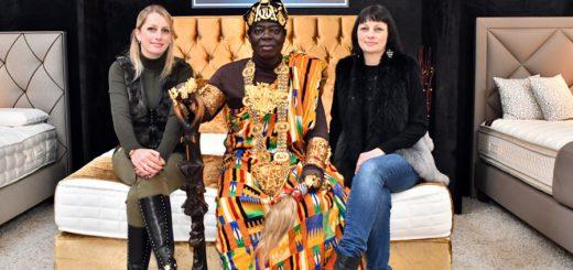 Besuch von König Bansah: Marina Kunst, König Bansah, Melanie Meyer do Sotomayor