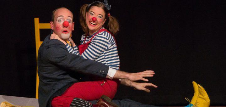 """Viel Vergnügen brachte dem Publikum und den Darstellern (Markus Weise mit seiner Kollegin Linda Kraft) die Bühnen-Nummer """"Blau trifft Gelb"""".Foto: Susanne Stiller"""
