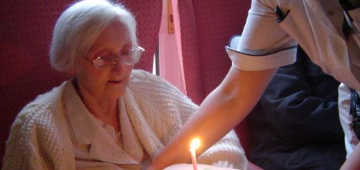 Die SPD will Alten- und Krankenpfleger gemeinsam ausbilden. Kinderärzte raten davon ab. Symbolfoto/wikimedia
