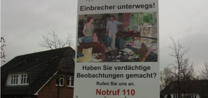 Mit Plakaten warnt die Polizei vor Einbrechern. Foto: Polizei