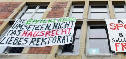 Auch bei einem Teil der Studierenden sorgt die Entscheidung, Bundeswehr-Mitarbeiterinnen ein Studium zu ermöglichen, für Kritik.Foto: Schlie
