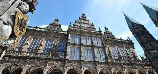 Ein Leser erhält exklusive Einblicke ins Rathaus - und darf unter anderem auf den Balkon. Foto: Schlie