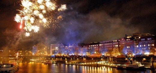 Der Bremer Himmel wird von Feuerwerk erleuchtet. Foto: Schlie
