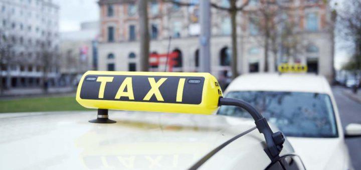 Taxis in Bremen dürfen nicht einfach Pauschalpreise verlangen. Foto: Schlie