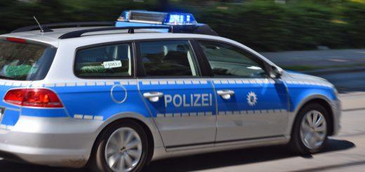 Es ereigneten sich Verkehrsunfälle mit Fahrradfahrern auf der Oldenburger Straße und Bremer Straße. Polizeireform Huchting Einsatzwagen Notruf Foto: Weser Report