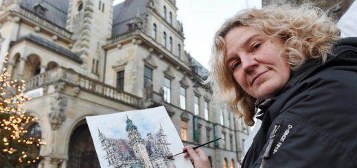 Isa Fischer zeichnet stets vor Ort. Foto: Schlie