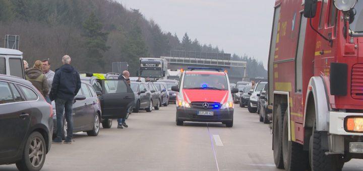 Freie Fahrt haben die Rettungsfahrzeuge in diesem Fall auf der A1 bei Wildeshausen.Foto: Eckert