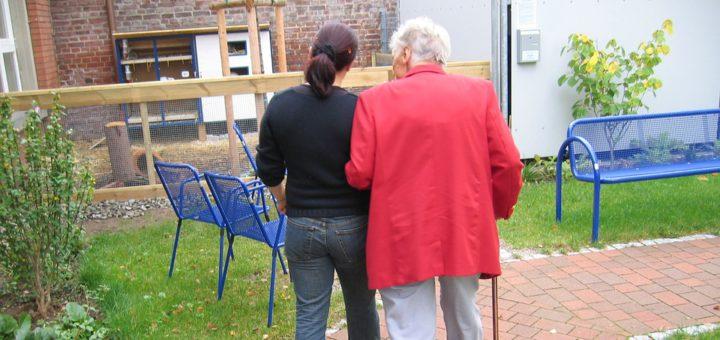 Immer mehr Senioren wollen zu Hause bleiben und nicht ins Pflegeheim. Dafür gibt es verschiedene Gründe. Foto: Pixabay