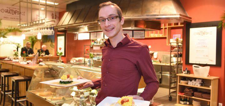 """Michael Vocks sorgt für den hervorragenden Service im """"Grätenfish"""". Foto: Schlie"""