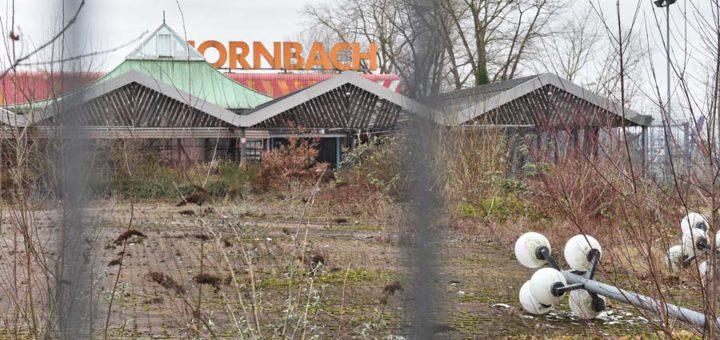 """Das Hornbach-Gebäude soll jetzt abgerissen werden - fünf Jahre später als das benachbarte Toys""""R""""Us-Gebäude. Foto: Schlie"""