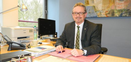Politische Verhandlungen, Bauprojekte und Fragen der Finanzierung liegen in 2017 vor Landrat Bernd Lütjen und seiner Kreisverwaltung. Foto: Bosse