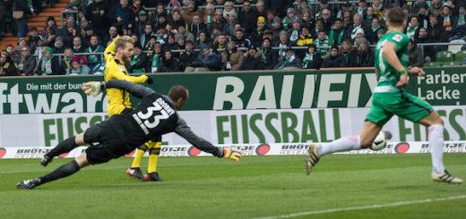 Der erste Treffer für Dortmund: André Schürrle (l.) geht an Jaroslav Drobny vorbei und trifft zum 0:1 .Foto: Nordphoto