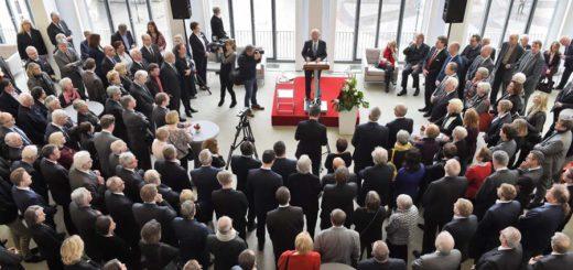 Zum Neujahrsempfang in der Bremischen Bürgerschaft waren zahlreiche Gäste aus Politik, Wirtschaft und Kultur gekommen. Foto: Schlie