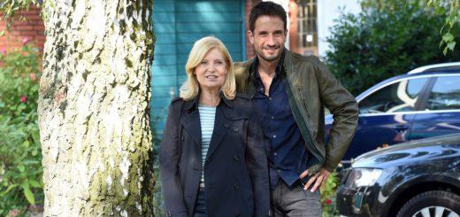 """Oliver Mommsen mit seiner Kollegin Sabine Postel. Der Schauspieler will sich für 2017 """"gar nix"""" vornhemen. Foto: Schlie"""