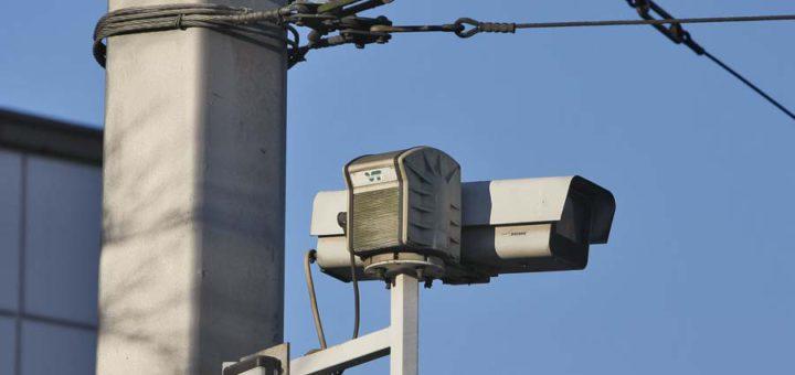 Überwachungskamera Überwachung Videoüberwachung Kamera am Bahnhofsvorplatz in Bremen Foto: Barth