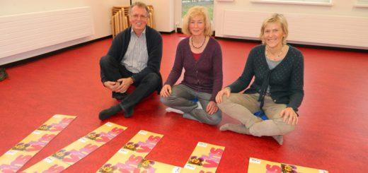 Manfred Wichmann-Böschen, Gabriele Haar und Urte Joost-Krüger (v.l.) stellten das neue Programmheft der Volkshochschule vor. Foto: Bosse