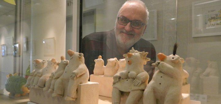 Neben Karikaturen und Acrylmalerei zeigt Heinz Glaasker auch seine beliebten Keramik-Cartoons, die vor allem bei Sammlern viele Freunde gefunden haben. Foto: Bosse