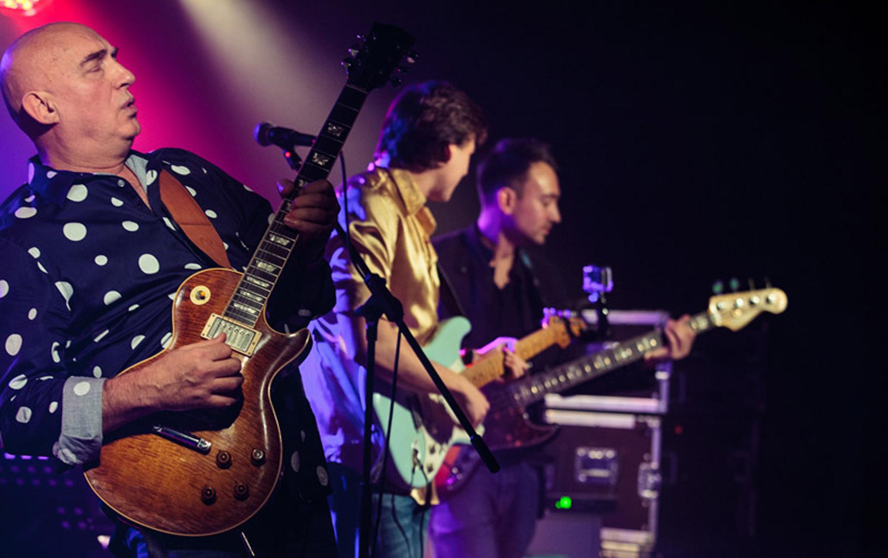 "Zed Mitchell and Band"" geben Konzert im Riva Event -"