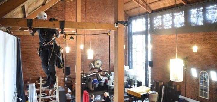 Industriekletterer brachten die Vorrischtungen für Trapez und Co an. Foto: Schlie