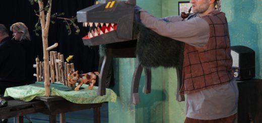 Sorgte für Aufregung in der Schulaula: der Wolf. Fotos: bremer philharmoniker