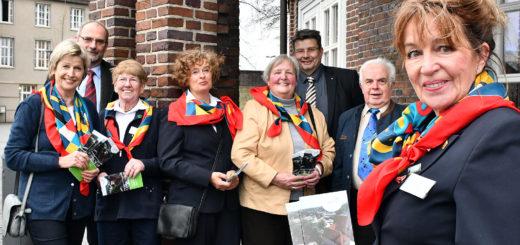 Zusammen mit Carsten Hoffmann (2. von links) von Axel Langnau machten einige Personen des Gästeführer-Teams Lust auf das neue Programm.Foto: Konczak