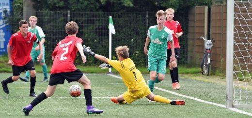 Auch junge Fußballer der Bremer Vereine sind von der neuen Festspielregelung betroffen: Zwischen einem Spiel für die erste und die zweite Mannschaft eines Fußballverein s müssen mindestens zehn Tage Pause liegen. Der FC Huchting würde die Entscheidung gerne rückgängig machen. Foto: WR