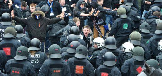 Polizisten werden immer wieder bei Einsätzen verletzt, so wie von HSV-Randalierern beim Nordderby in Bremen. Symbolfoto: WR