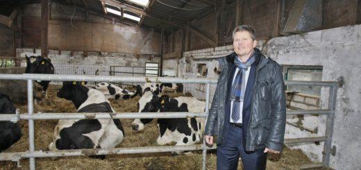 """Umweltsenator Joachim Lohse auf dem Gartelmann's Gasthof, wo das Projekt """"Mehr Bio in Bremer Kitas"""" vorgestellt wurde. Foto: Barth"""