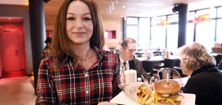 """Nicole Ciara leitet das """"Lunchbox"""" in der Überseestadt. Foto: Schlie"""